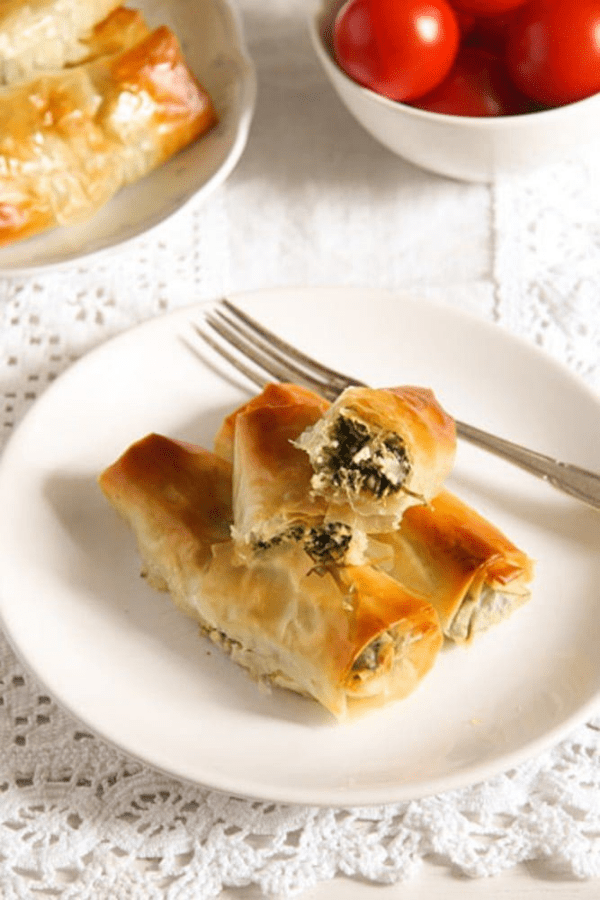 Baked Albanian spinach rolls